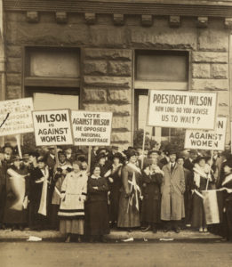 Suffragists protest president Woodrow Wilson